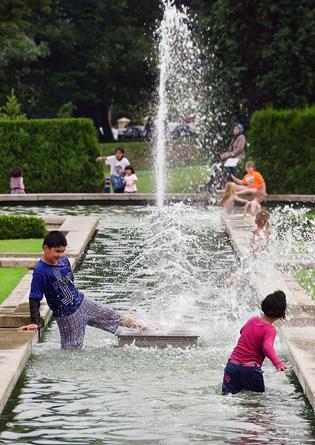 Bradfords Moghul Gardens by Peter Sanders (c)
